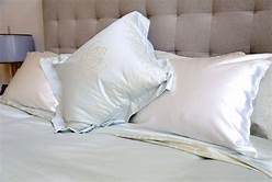 Here's What You Want To Know About Silk Pillowcases and Sleep Retreats